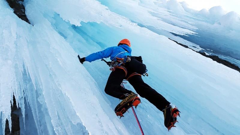 800x600-4040087-ice-climbing-4000385-1920-9013