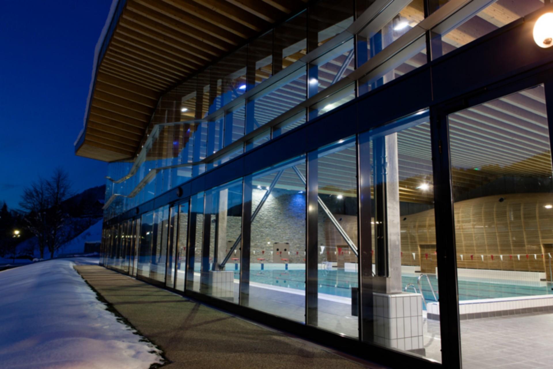 parc des dereches piscine-exterieur-hiver-morzine