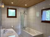 chambre-1-sdb-baignoire-toilettes-3818838