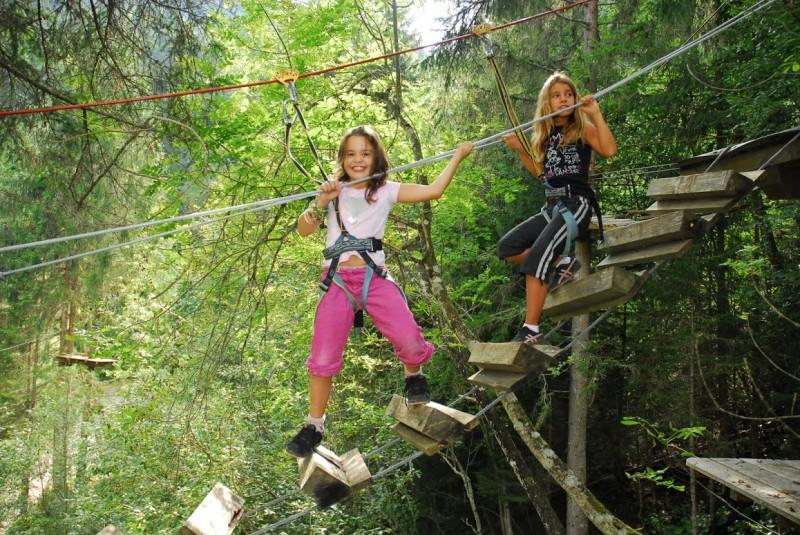 parcours-dans-les-arbres-cascade-aventure-4025532