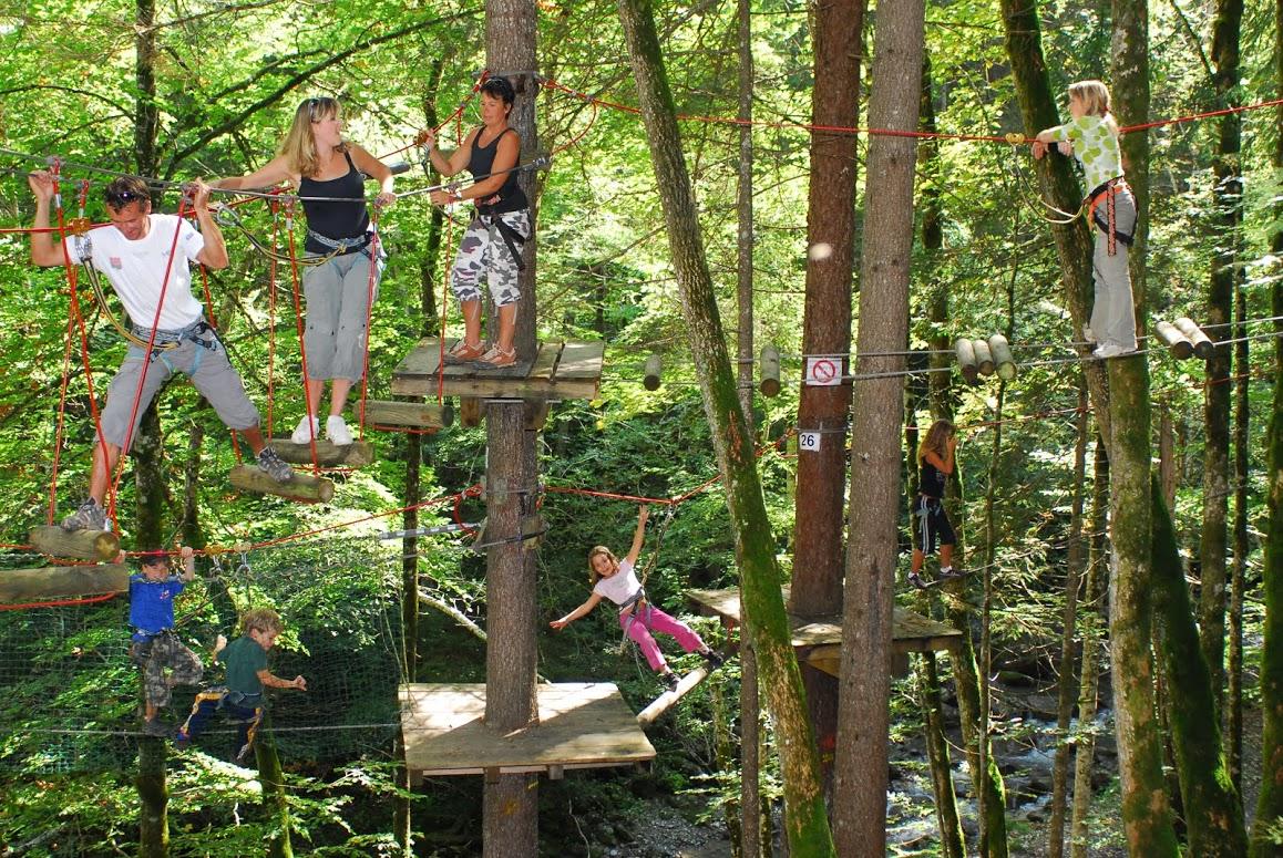 parcours-dans-les-arbres-cascade-aventure-2-4025533